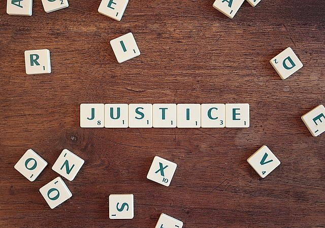mot justice avec Scrabble
