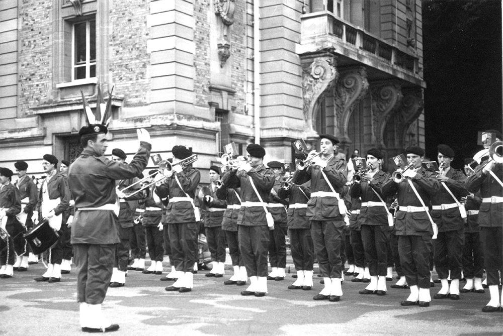 Fanfare devant le théâtre 1982
