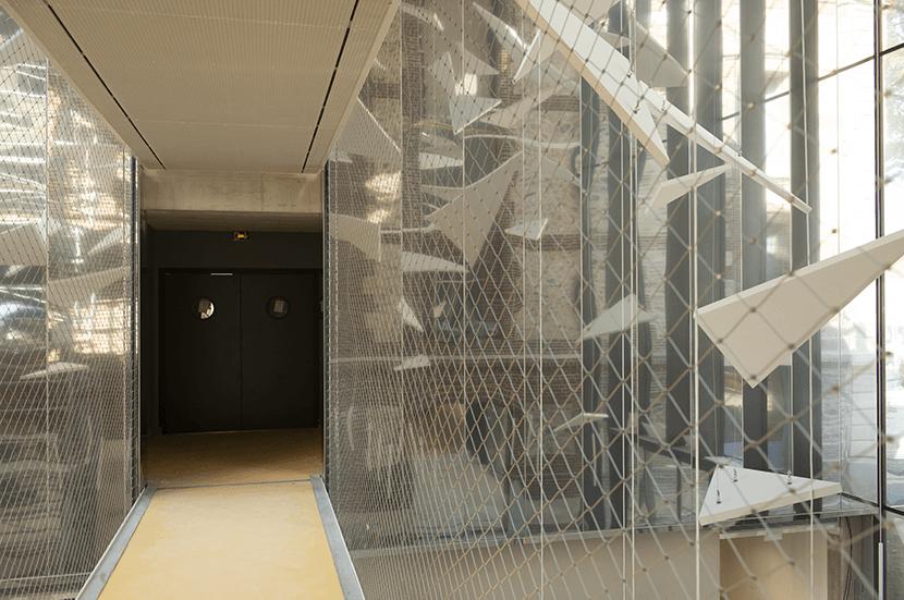 couloir entre théâtre et médiathèque