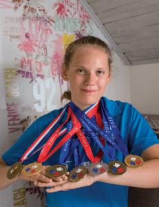 Maud Pinchon avec ses médailles