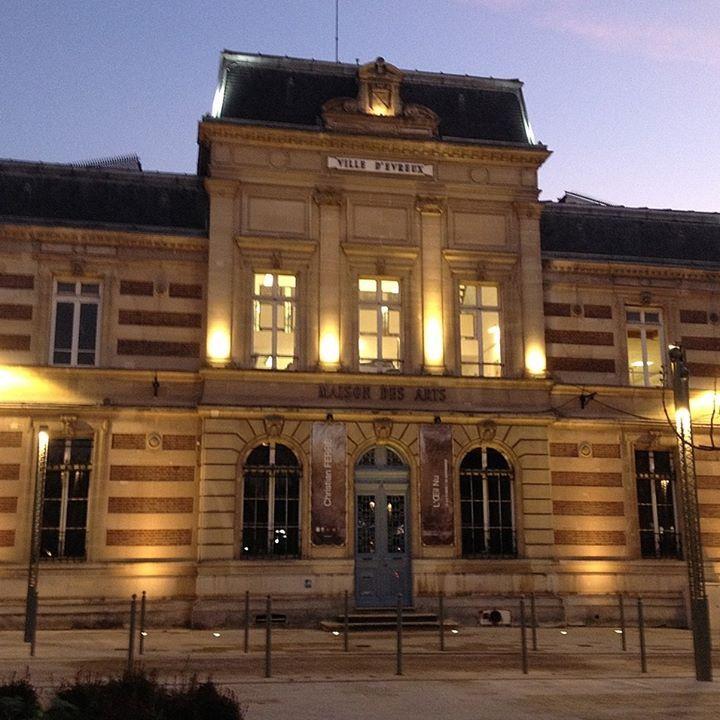 Photo de la façade de la Maison des Arts