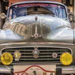 Photo d'une voiture ancienne vue de face@Tama66