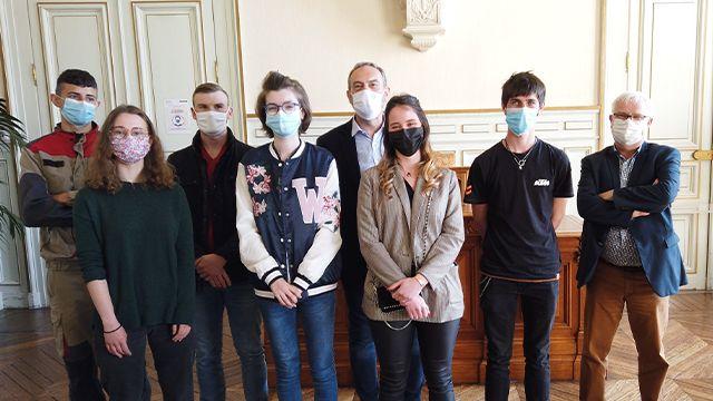 6 stagiaires à la conférence de presse avec Guy Lefrand et Arnaud Mabire